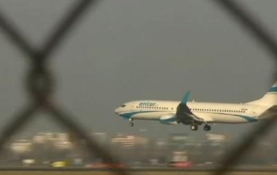 У Польщі літак екстрено сів через залетілого у двигун птаха