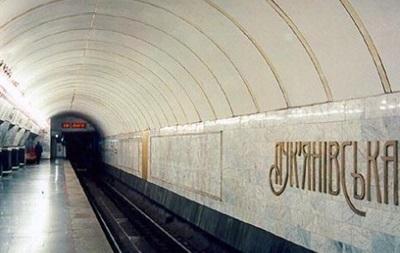 У київському метро жінка кинулася під поїзд