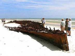 Ураган Айк занес с мусором к побережью Техаса останки судна 1864 года