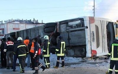 У Туреччині перекинувся автобус, загинули діти