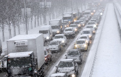 Негода в Україні: через сніг перекриті траси
