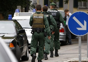 В Германии подростка, напавшего на одноклассников с топором и ножами, приговорили к девяти годам