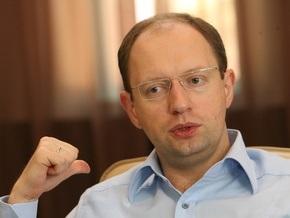 Яценюк: Ратушняк идет в президенты по согласию с Тимошенко