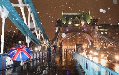 Цілу Велику Британію засипає снігом