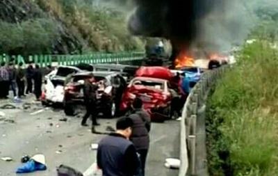 У Китаї зіткнулися 19 авто: шестеро загиблих