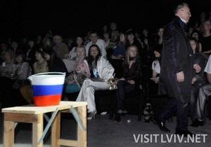 Славе Зайцеву не понравилось  русское  ведро на Львовской неделе моды