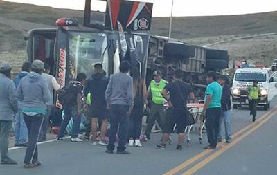 У Болівії перекинувся автобус: загинули 13 осіб
