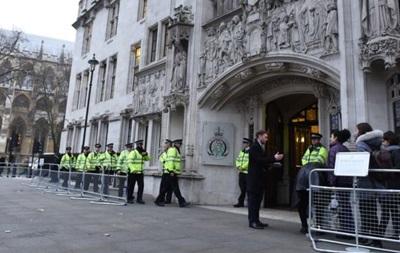 Суд Британії заборонив Терезі Мей запускати Brexit