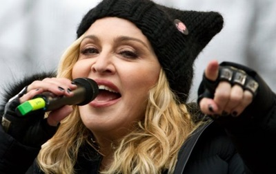 Мадонна заперечила чутки про всиновлення