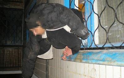Сепаратист з ДНР застряг у вікні в Краматорську - поліція