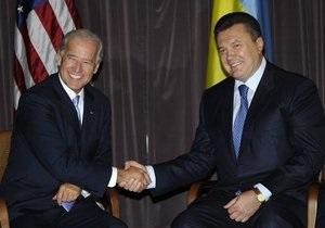 Байден поблагодарил Януковича за эвакуацию американцев из Ливии