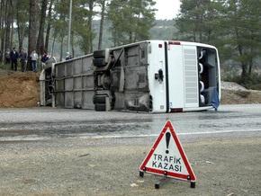 В Турции перевернулся автобус с туристами из Казахстана