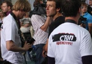 Журналисты пришли на пресс-конференцию Януковича в футболках Стоп цензуре!