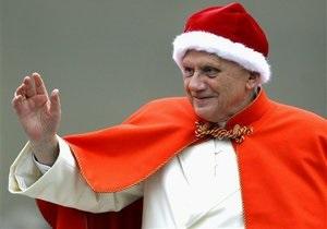 Папа Римский зажег рождественскую елку при помощи планшета