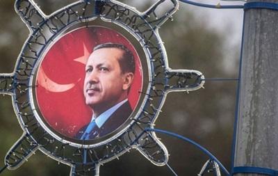 У Туреччині ще майже п ять тисяч держслужбовців звільнено через путч
