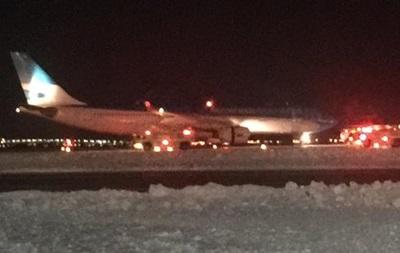 В аэропорту Нью-Йорка загорелся самолет