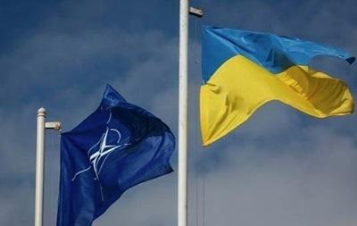 Все більше українців виступає проти НАТО