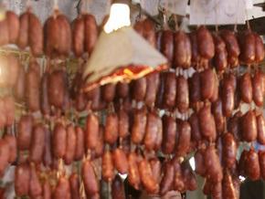 С начала года в Украине забраковали почти 40% проверенных колбасных изделий