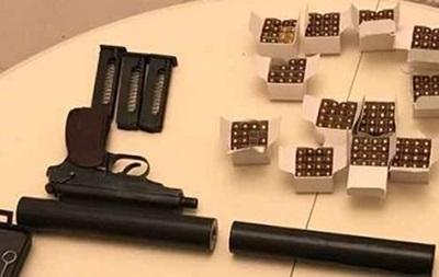 У Києві за незаконне зберігання зброї затримали росіянина