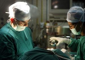 Уникальная операция: Британские медики соединили пациентке мозг с желудком