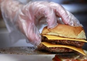 Киевская милиция закрыла цех, производивший бургеры и бутерброды с песком