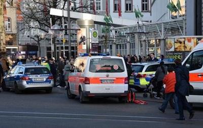 У Німеччині заарештували водія, який наїхав із ножем на пішоходів