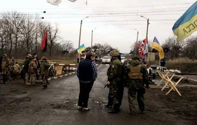 Участники блокады избили двух жителей Донбасса – полиция
