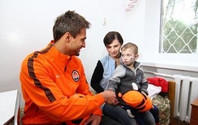 Гравці Шахтаря подарували обладнання дитячій лікарні в Харкові