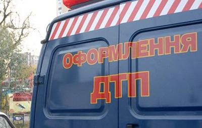 На Львівщині мікроавтобус впав у річку, є загиблі
