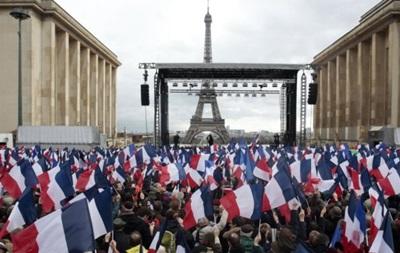 У Парижі проходить масовий мітинг на підтримку Фійона