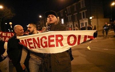 Фани Арсеналу влаштували акцію протесту проти Венгера перед матчем з Баварі