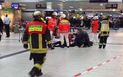 У Німеччині на вокзалі чоловік з сокирою напав на людей