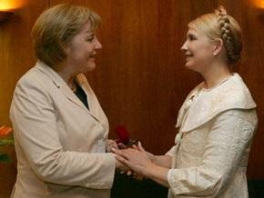 Тимошенко поздравила Меркель с днем рождения