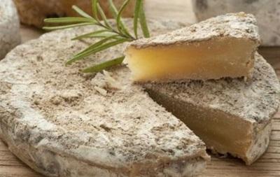 В США два человека умерли, отравившись сыром