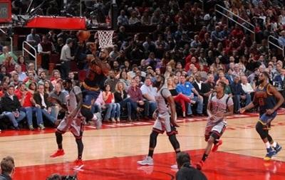 НБА Клівленд поступився Х юстону, Бостон розгромив Чикаго
