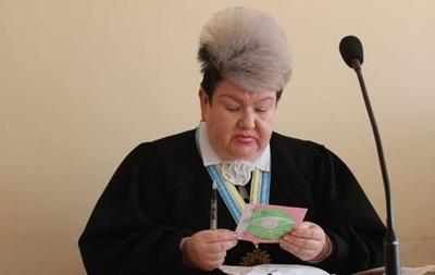 Суддя, котра вразила макіяжем, прокоментувала фото