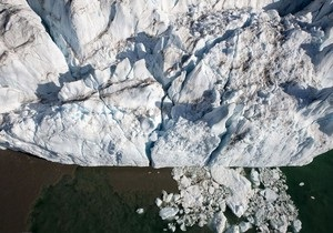 Ученые: Арктика  темнеет  и  зеленеет
