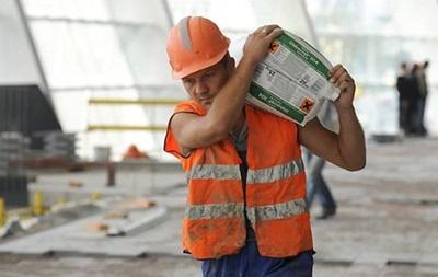 Вчетверо менше українців хочуть працювати в Росії