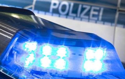 В Германии мужчина с оружием удерживает заложников в банке