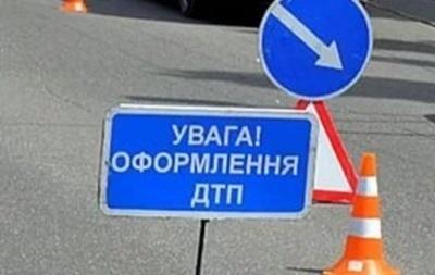На Київщині іномарка влетіла в дерево: троє загиблих