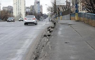 ЗМІ показали ще один аварійний міст Києва