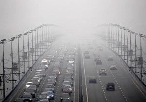 Москву вновь окутал смог: в городе ощущается сильный запах гари