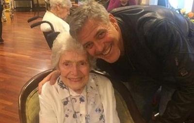 Джордж Клуні особисто привітав 87-річну прихильницю
