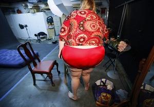 Британец тайком кормил жену стероидами, чтобы она растолстела и не выходила из дома
