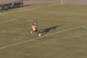 Воротар подарував м яч гравцеві, щоб той забив гол у порожні ворота