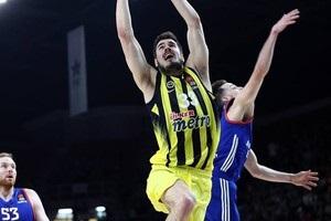 Баскетболист получил по лицу от одноклубника