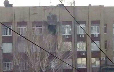 У Донецьку обстріляли будівлю з військовим штабом