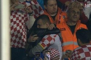 Хорватський фанат ощасливив українку прямо на трибунах під час матчу