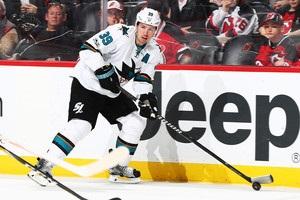 Гравець отримав шайбою в обличчя від одноклубника в матчі НХЛ