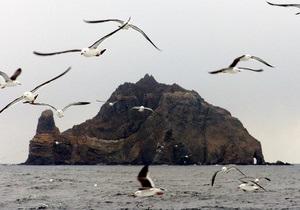Южнокорейские парламентарии высадились на спорные острова Такэсима, несмотря на протест Японии